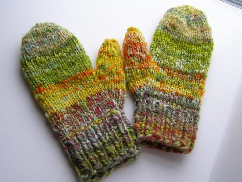 subtle stripes mittens