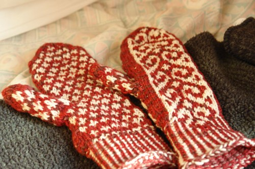 Mum's Mittens: Back and Front