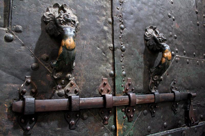 The beautiful door handle of St Giovani church