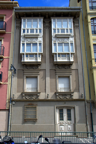 Fachada de una casa en la calle Nueva, sobre la plaza de San Francisco.
