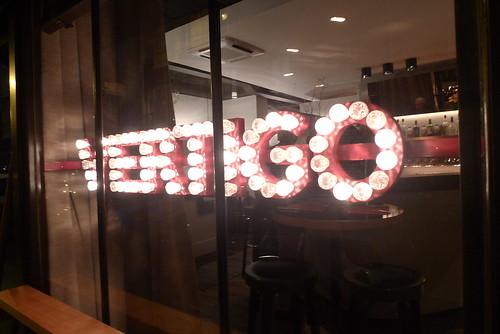 Vitrine restaurant Vertigo, Paris 11eme