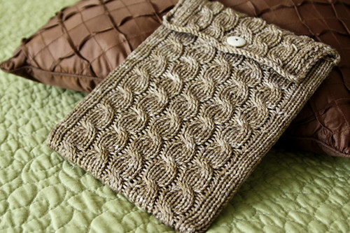 cabled ipad sleeve 1