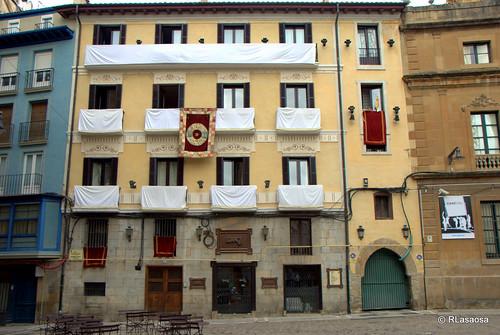 Balcones engalanados en la calle Navarrería el día de la celebración del Corpus Christi de 2010