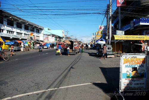 The streets of Pili on a weekday morning