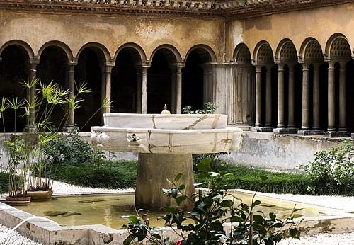S. Quattro Coronati, cloister, arcade, fountain, hortus conclusis