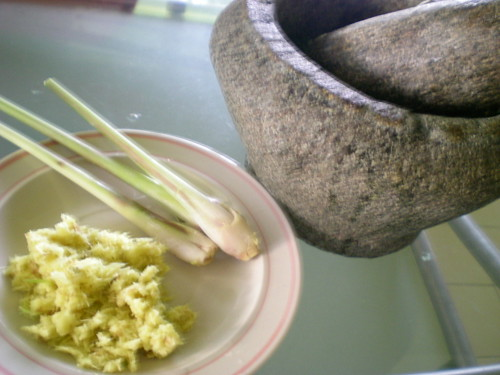 Cooking tapioca leaves 3
