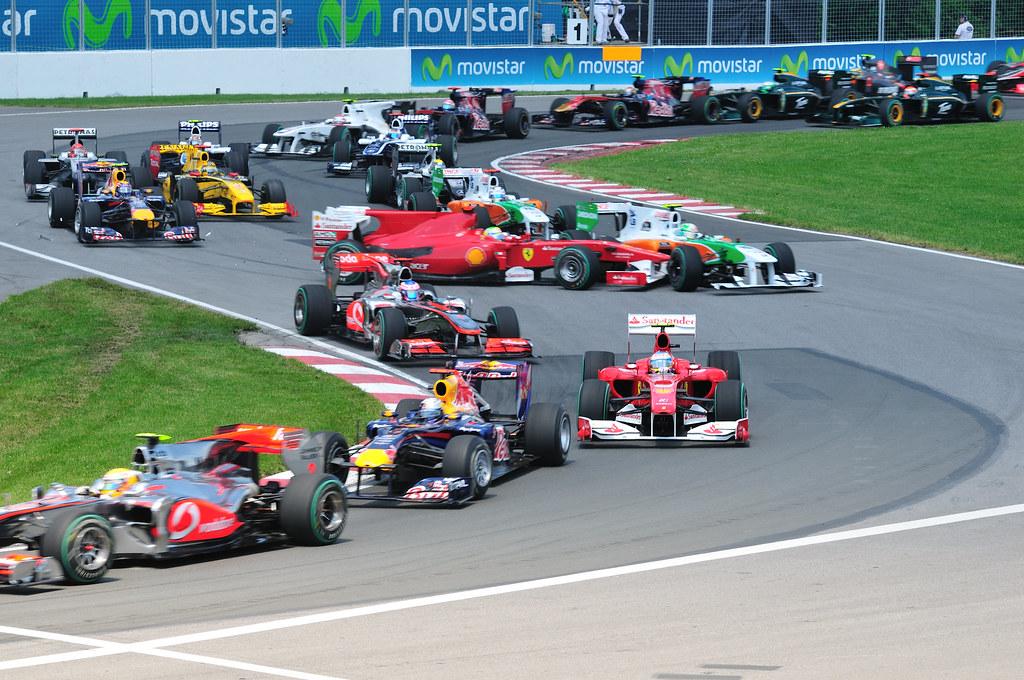 Felipe Massa hits Vitantonio Liuzzi