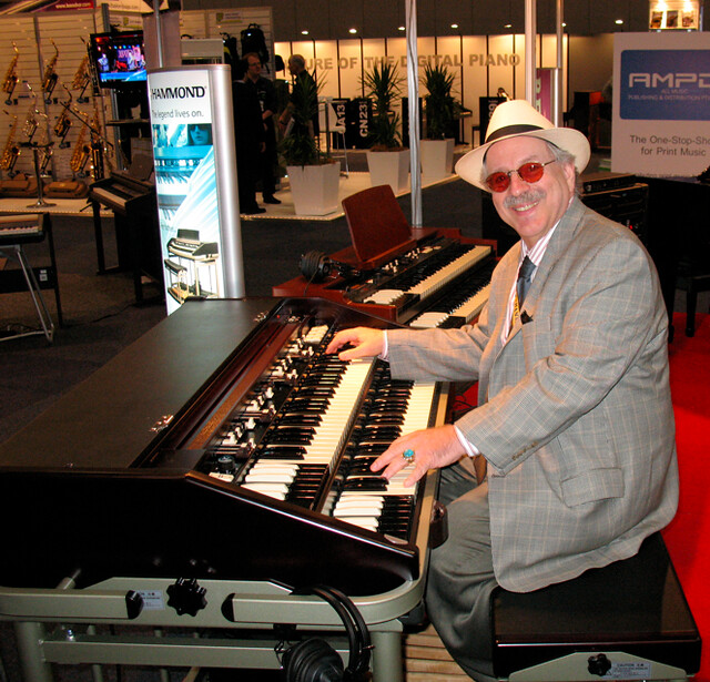 Jon Hammond playing Hammond Suzuki B3mk2 Portable Organ in Melbourne Australia
