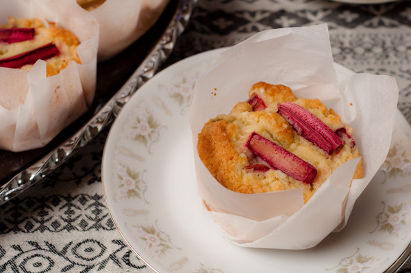 Rhubarb and yoghurt muffins