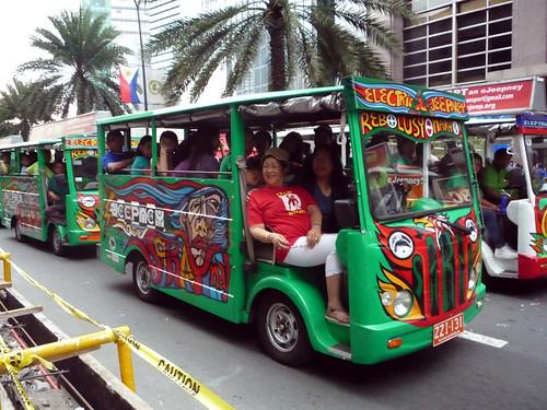 Makati Grand Parade 2010 070