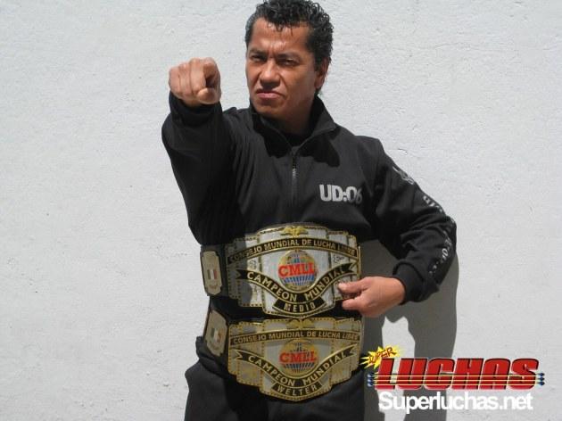 Negro Casas expondrá el título Mundial de Peso Medio del CMLL./Photo Cortesía CMLL