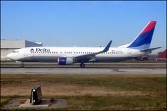 Delta 737-800 N3731T
