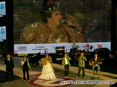Liu Ling Ling joins Budak Pandai on stage with her outlandish costume