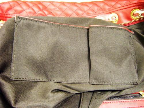 雙5吊墜鏈條菱格紋肩包內袋近拍