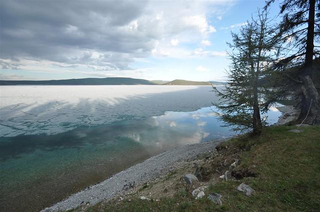 Khovsgol lake's melting ice