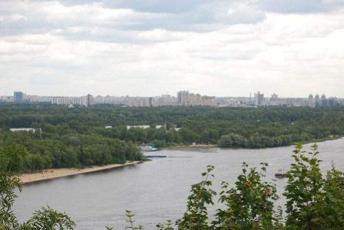 Vistas del río Dnieper desde el Parque Khreschatyk