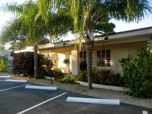 Island Breeze Motel Exterior