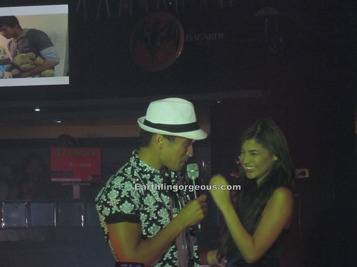 Sam Milby singing to Anne Curtis