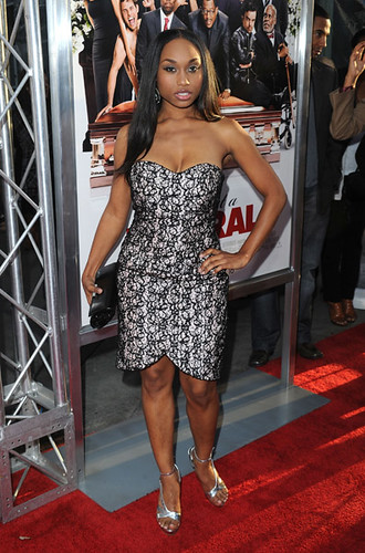 Angell Conwell as Leslie Michaelson