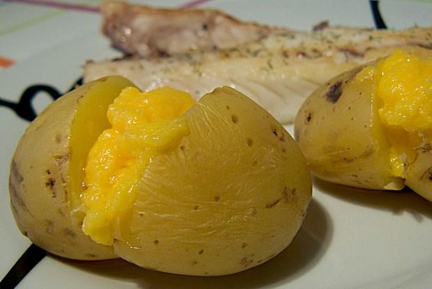 Patatas asadas con salsa holandesa