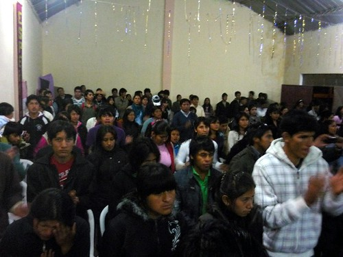 Jovenes at a joint worship service in Tarija