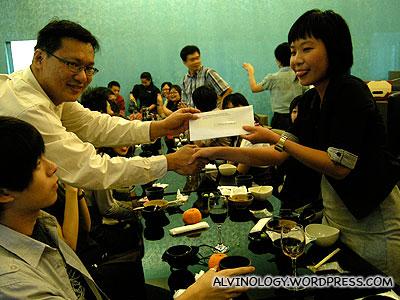 The lucky grand prize winner, Han Joo