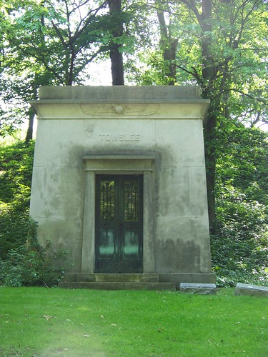 Towslee mausoleum in Egyptian revival style