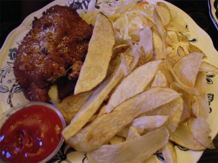 Stuffed pork schtnizel with chips