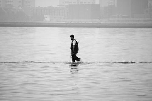 Ku Berjalan dalam kehanyutan air