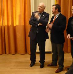 Esteban Ruiz dialoga con el Ministro de Asuntos Exteriores Miguel Angel Moratinos