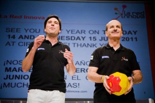 Pablo Larguía y José María Figueres, fundadores de La Red Innova, clausurando el evento - Foto de Victoriano Izquierdo