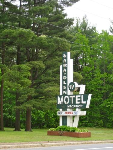 Sara Glen Motel Sign