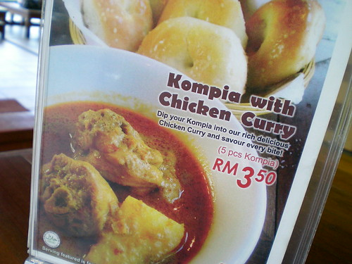 Kompia with chicken curry