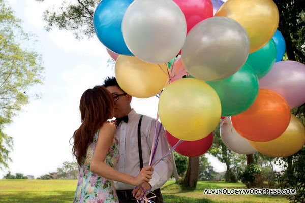 A kiss beneath the balloons