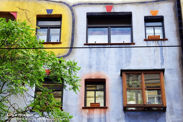不對稱的窗戶設計很有童趣。