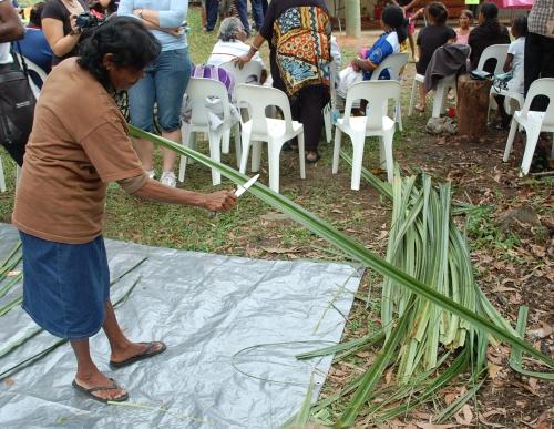 Djunbunji elder preparing Pandanus leaves