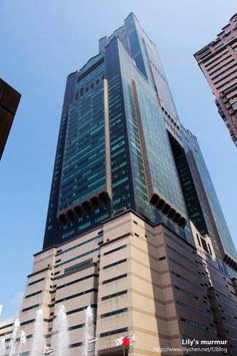 在稍遠一點拍到的85大樓,旁邊的建物隔太近,很難避開。