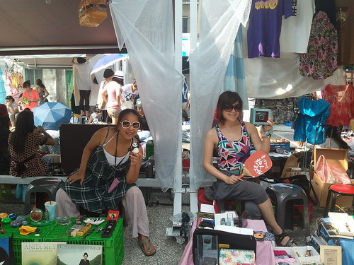 Second hand, second love! Simple flea market at Taipei!