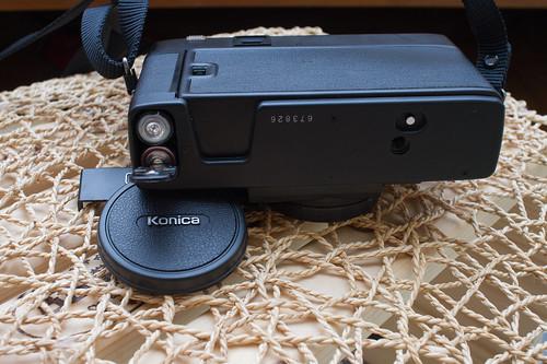 [傻瓜拍相機] 全世界第一臺自動對焦相機,Konica C35 AF.1977