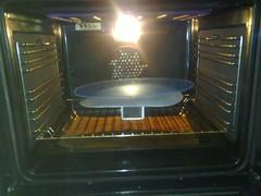 Plexiglas voor de koplampen van de Fiat 600 afbakken in de oven