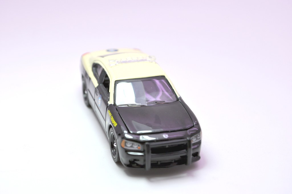 greenlight hot pursuit florida state trooper 2008 dodge charger (2)