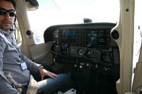 Interior Cessna 172 de GFA probando EGNOS