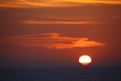 Sonnenuntergang zwischen den Bergen Korsikas