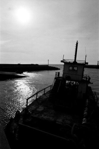 24 mm, f/16, 1/500, A, EV -0.7. Film: Kodak Tri-X 400 (分裝). Camera: Nikon F4s.