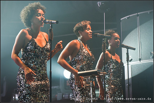 Esther Cowens, Ngoné Thiam & Myra Maude / Jan Delay & Disko No.1