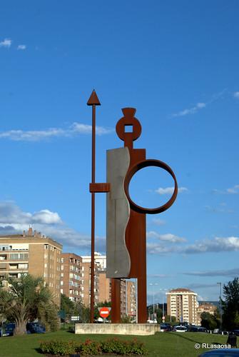 Homenaje a Íñigo Arista, Señor de Pamplona (Juan Diego Miguel, 2003, acero cortén y acero inoxidable)