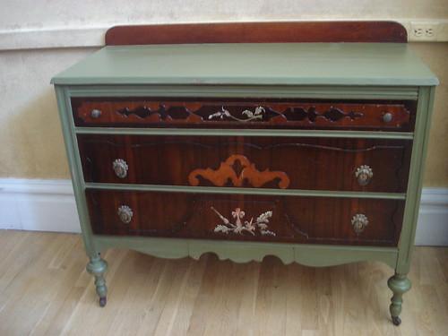 grn brwn dresser