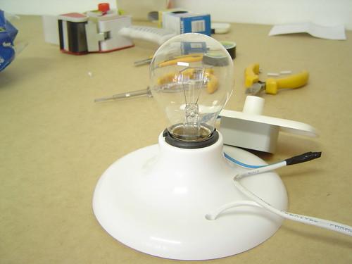 Seu dispositivo de iluminação fotográfica caseiro está terminado