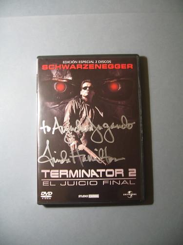DVD de Terminator 2 dedicado por la actriz Linda Hamilton, y subastado por AJ