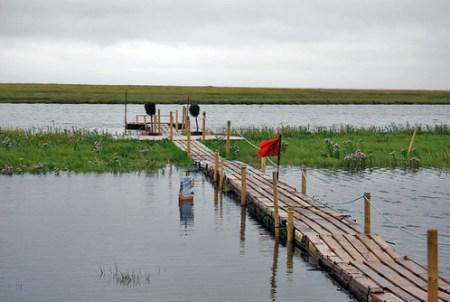 Muelle de madera sobre el agua en En Sønderho